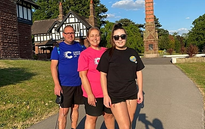 Joanna (centre) with husband Steve and daughter Bethany (1)