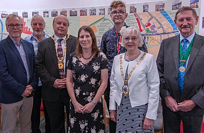 Mayor of Cheshire East Cllr. Lesley Smetham second right who opened the exhibition accompanied by the Mayor of Nantwich Cllr. David Marren third left. (1)