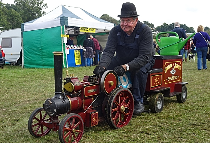 Yesteryear Miniature steam engine demonstration (1)