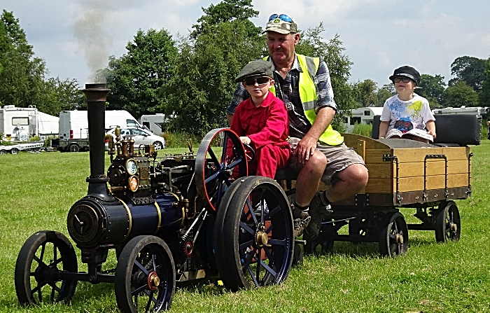 Miniature steam traction engine (1)
