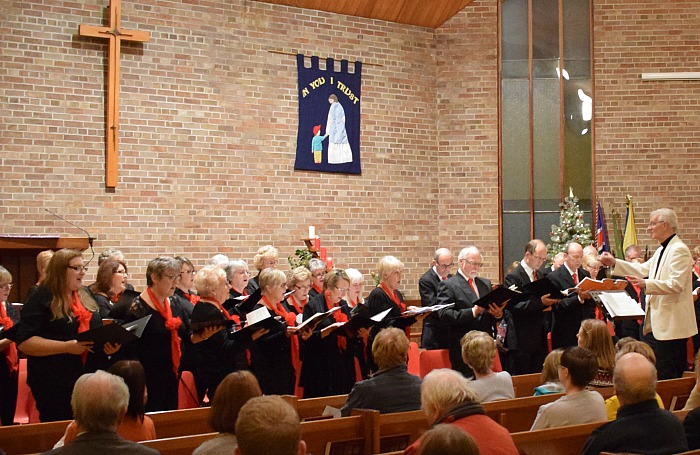 Musical Director Phil Houghton conducts The Wistaston Singers (2)