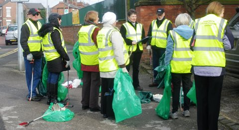 Nantwich Litter Group tackles town's rubbish grot-spots