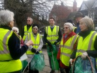 MP joins Nantwich Litter Group 'Clean for the Queen' campaign