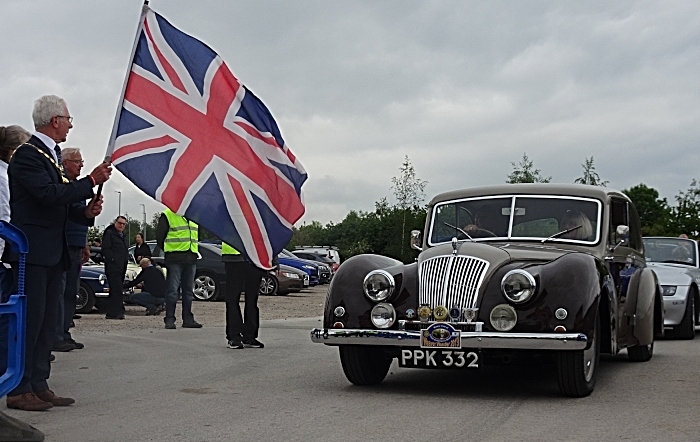 Wander - Nantwich Mayor Councillor Arthur Moran flags-off a vehicle (1) (1)