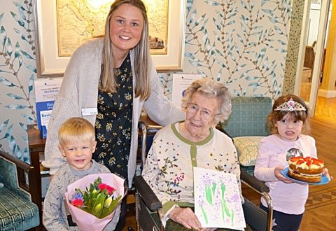 Nantwich nursery children help Alice celebrate 104th birthday