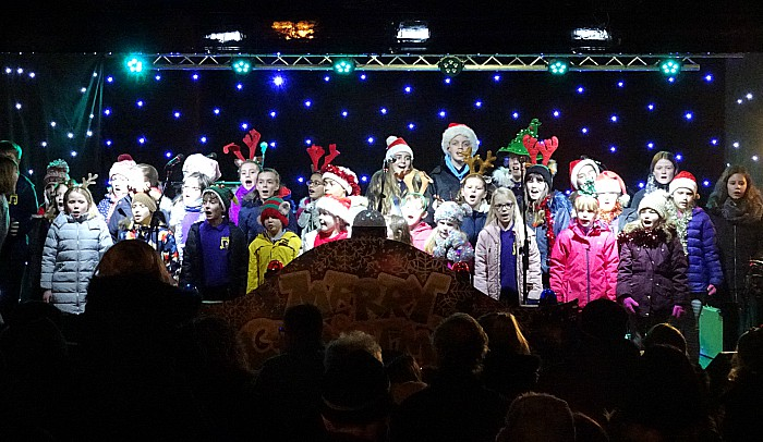 Nantwich Young Voices sing carols