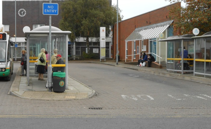 shelter smashed at Nantwich bus station, pic under licence by Rept0n1x