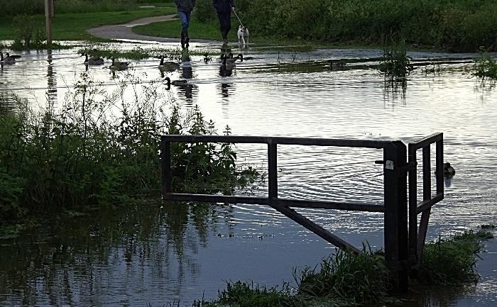Nantwich flood - Thurs 13-6-19 – water overflows at Nantwich Lake