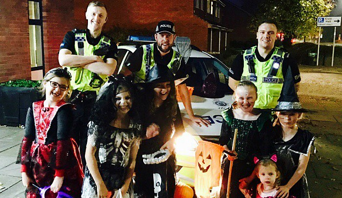 Halloween - nantwich-police-with-young-trick-or-treaters