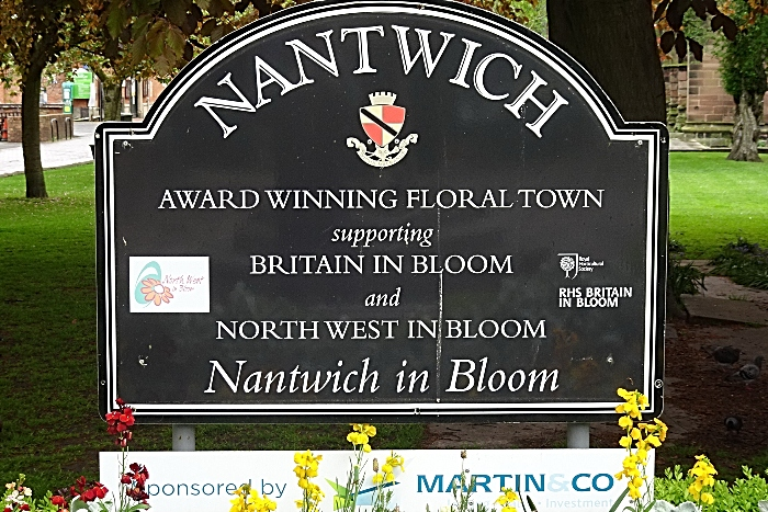 Dabber - Nantwich - town centre centre sign - May 2020 (1)