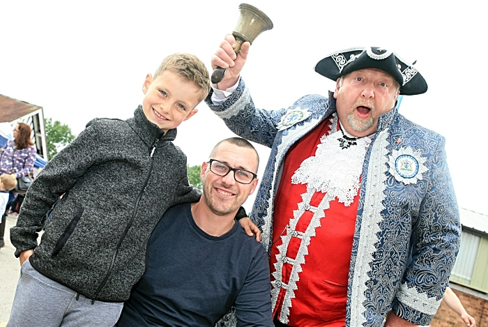 Nantwich town crier John Parson with Bruce and Matthew Simpson (1)