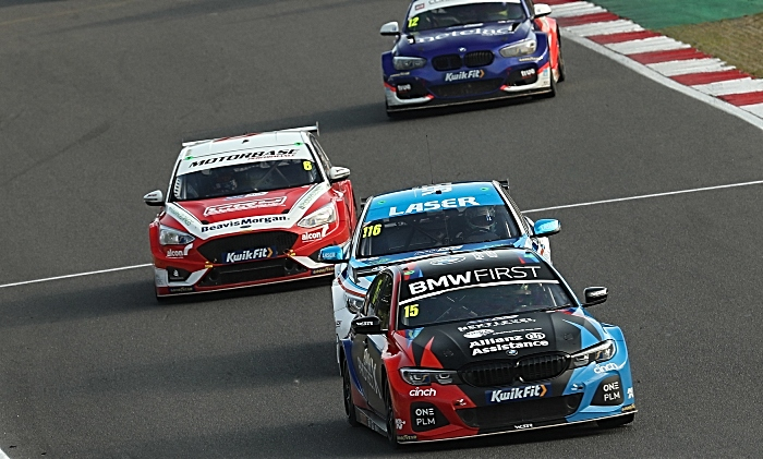 Oliphant fights off rivals in Brands Hatch BTCC victory