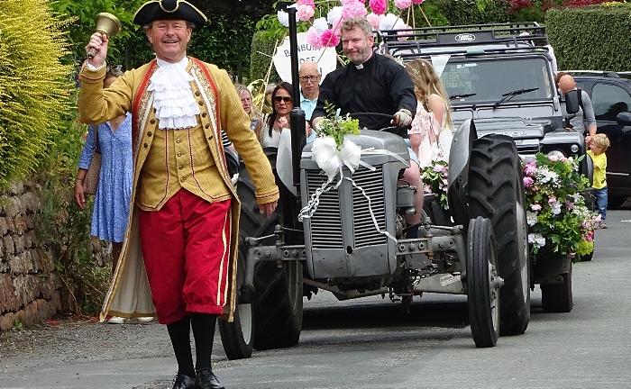 Parade passes along Bunbury Lane enroute to Jubilee Playing Fields (2) (1)