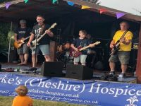 "Stapeley ""Party in the Lane"" raises £1,300 for hospice"