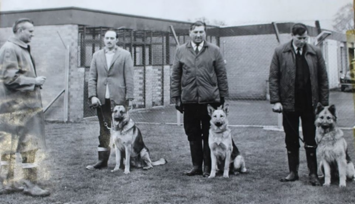 Peter Dainty (left) with dog handlers (1)