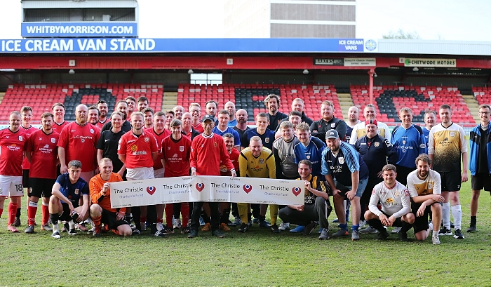 Post-match - event organiser Andrew Scoffin (centre) with all the players and match officials (1)