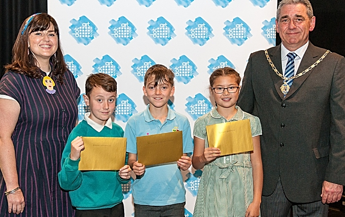 art champion - Primary winner & runners up with Una Meehan guest judge & Lord Mayor of Chester Cllr Mark Williams (1)