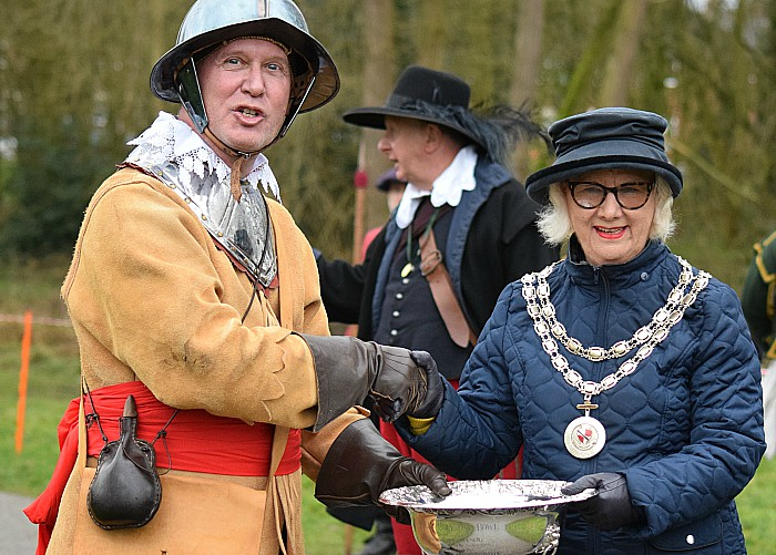 Prince Ruperts Blew Regiment of Foote receive the Rose Bowl from Mayor of Nantwich Councillor Cllr Peggy Butterill