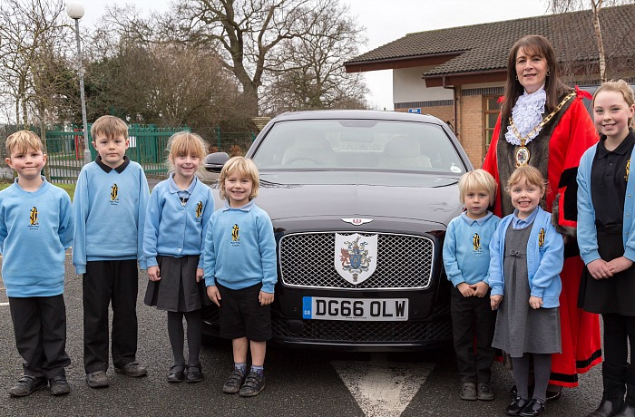 Pupils from Pear Tree welcome the Cheshire East Mayor