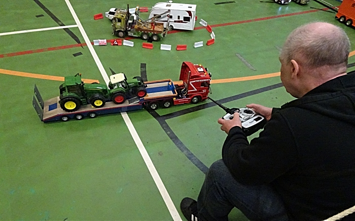 Remote-control truck demonstration (1)