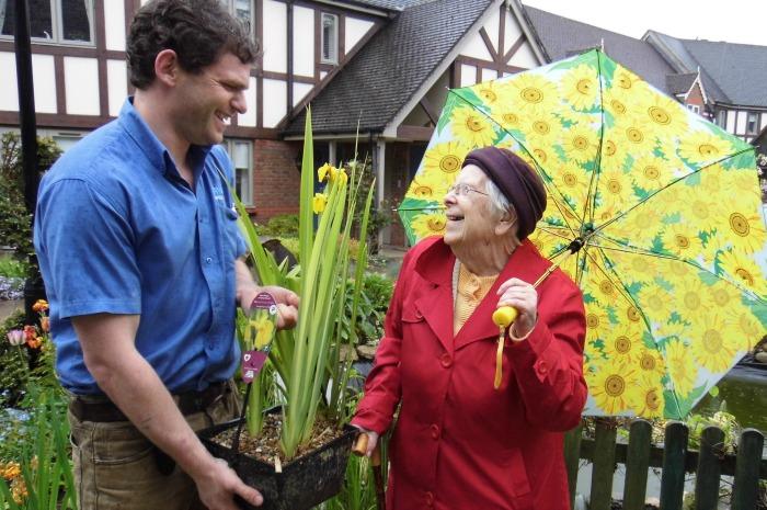 Richmond Village resident donates flowers