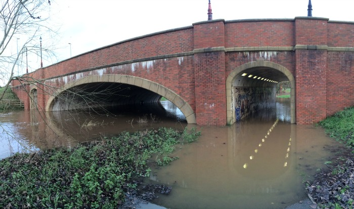 River Weaver swollen and floods footpaths in Nantwich