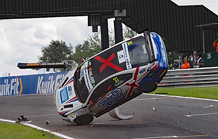 Rob Smith crash - pic by Mike Inkley