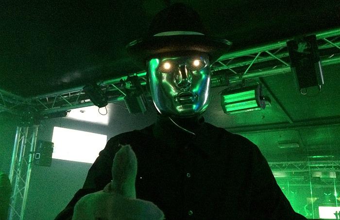 robotic-dancer-man-o-chrome