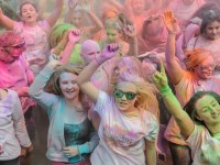 Hundreds to take part in Run or Dye at Cholmondeley Castle