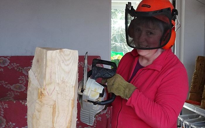 Sandie Wilson prepares to work on a new sculpture (1)