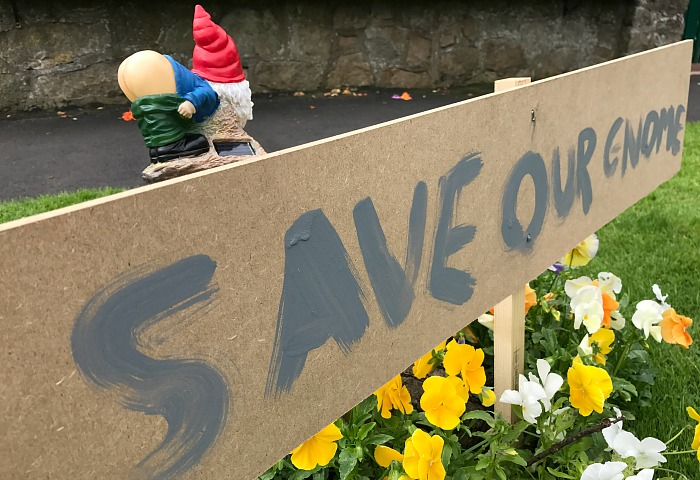 Save our Gnomes sign at Laurence Perry's home - mooning