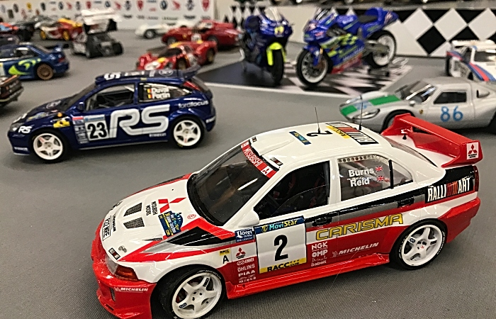 Scale-model car and motorbike display (1)