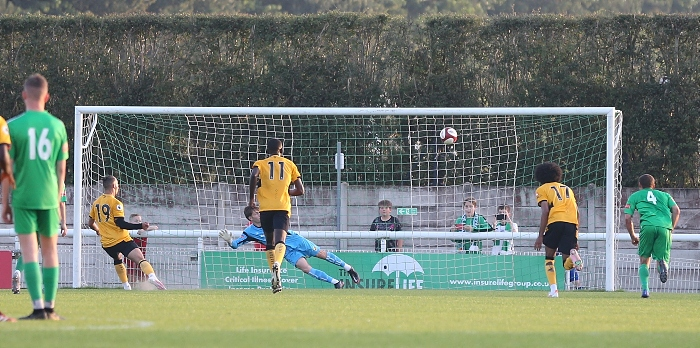 Second-half - Wolves U23 sky their penalty over the bar (1)