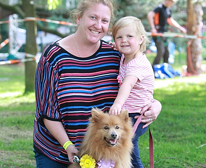 Sharon Walton and grand daughter Isla with Alfie, dog show (1)