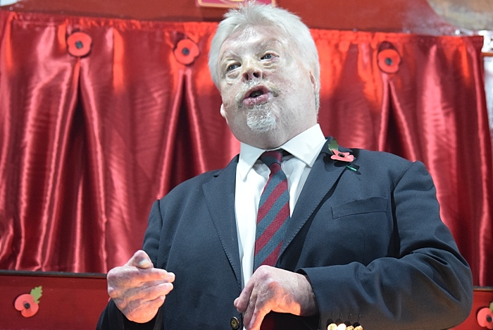 Simon Weston CBE addresses the audience prior to the new crest unveiling (1)