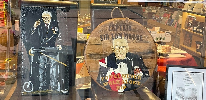 Slate and plaque of Captain Sir Tom Moore by Tony Denton in Nantwich Bookshop shop window (1)