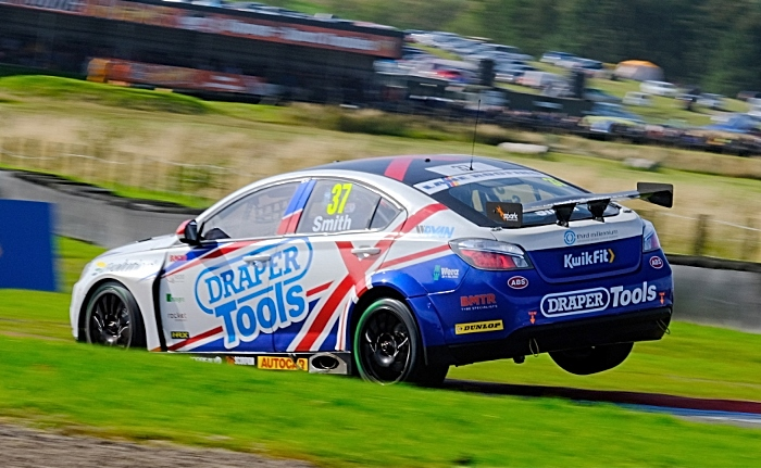 Smith racing at knockhill in MG6