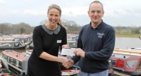 Aqueduct Marina staff near Nantwich raise £440 for hospice