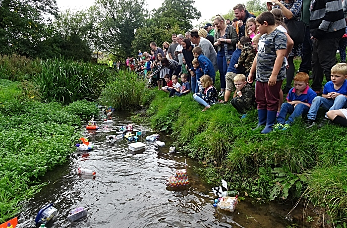 Start of Childrens Model Boat Race (1)