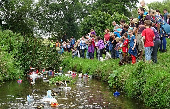 start-of-the-childrens-model-boat-race-2016
