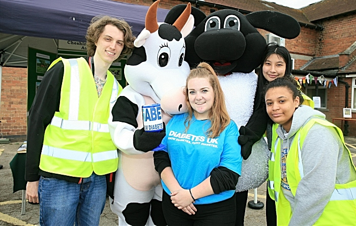 Student Association members James Green, Jess Littleton (cow),Chelsey Rowntree, Lisa Trodden (sheep) Chenh Mooc, Amber Jackson (1)