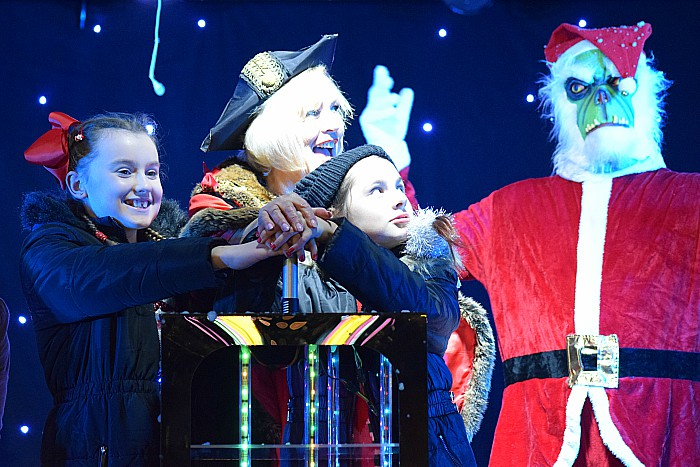 The lights switch on and fireworks launched by Councillor Diane Yates Mayor of Crewe and two special guests – Jade and Millie(2)