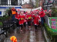 Hundreds enjoy Nantwich Santa Dash in aid of hospice