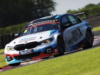 "Tarporley racing driver Oliphant targets ""home"" round at Oulton Park"