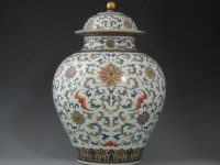 Vase sells at Nantwich auction for £420,000, smashing record