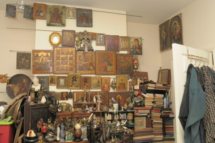 Vasily Apilats room, religious icons