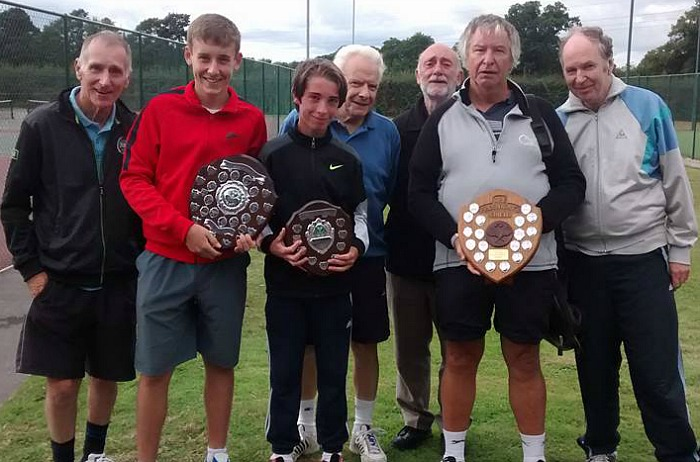 wistaston-jubilee-tennis-club-with-their-trophies