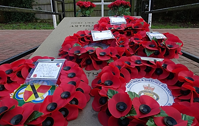 Wreaths on grave of First Lieutenant Arthur Leslie Brown USAAF (1)
