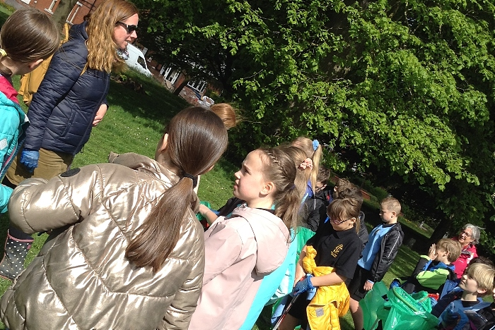 Year 5 Pupils get ready to start their community action litter pick (1)