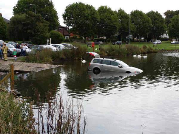 car dumped in Nantwich Lake
